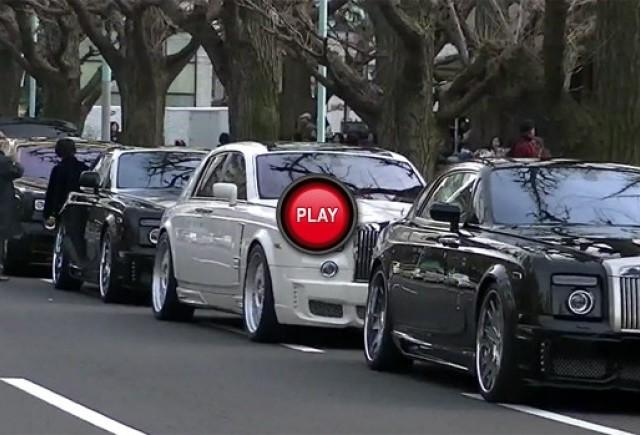 VIDEO: O strada plina cu modele Rolls Royce
