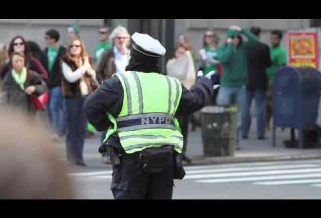 VIDEO: NYPD dirijeaza circulatia dansand