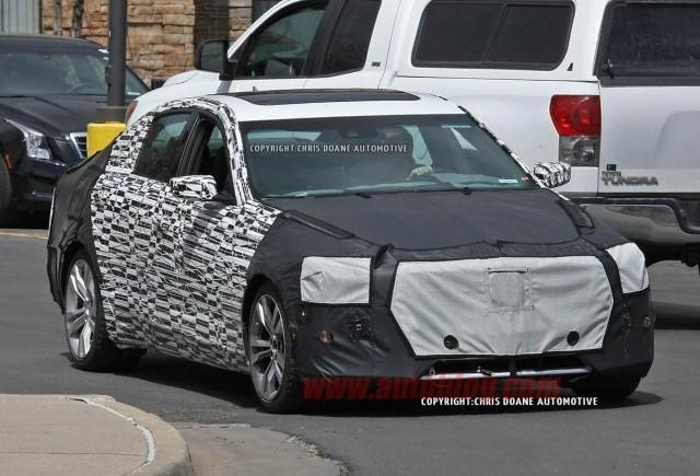 Imagini spion cu noul Cadillac CTS
