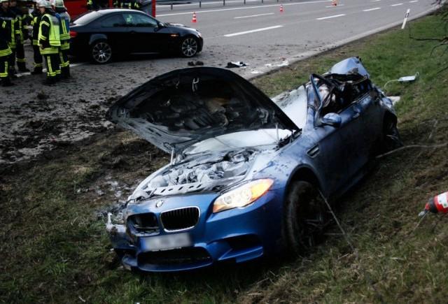 Accident la 300 km/h cu BMW M5