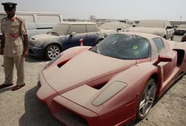 Masinile abandonate din Dubai sunt scoase la licitatie