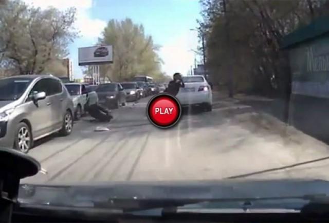 VIDEO: Cand te grabesti undeva, nici macar un accident nu te poate opri
