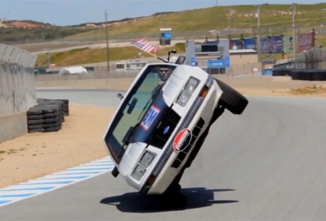 Un american a incercat sa parcurga circuitul de la Laguna Seca pe doua roti