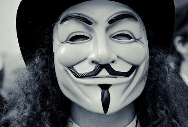 Anonymous ameninta din nou Formula 1