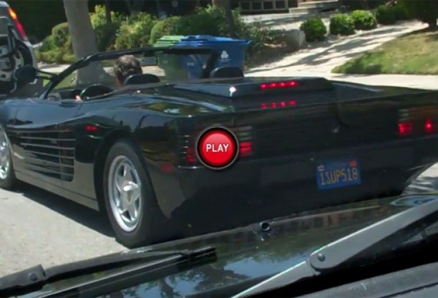 VIDEO: Ferrari Testarossa Spider zarit in Los Angeles