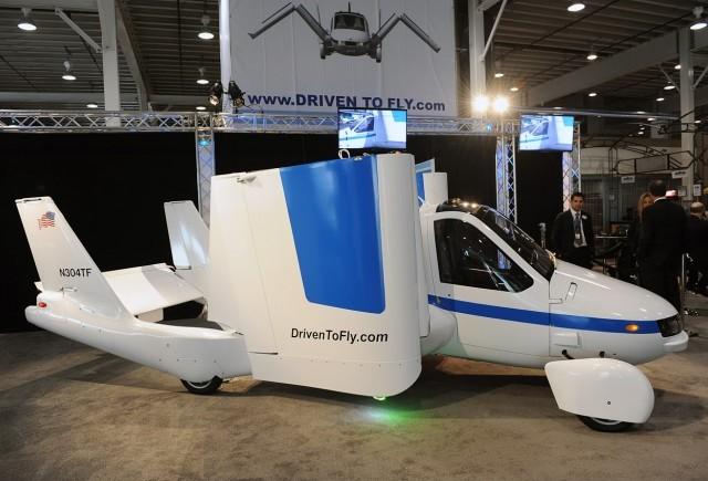 Masina zburatoare Terrafugia a efectuat primele teste cu succes