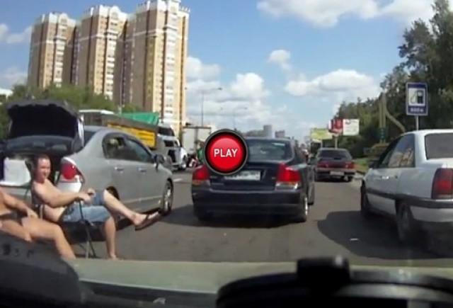 Intre timp in Rusia: Cum sa asteptam politia cu stil la locul accidentului