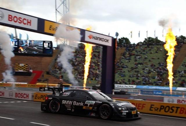 Bruno Spengler şi BMW Bank M3 DTM pe podiumul competitiei individuale desfasurata pe Stadionul Olimpic