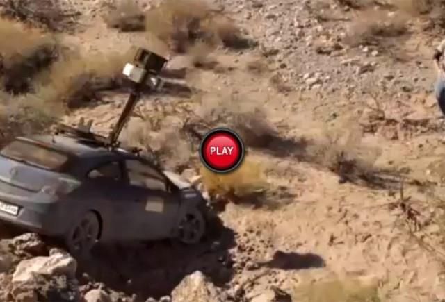 O masina Google StreetView abandonata in mijlocul pustietatii