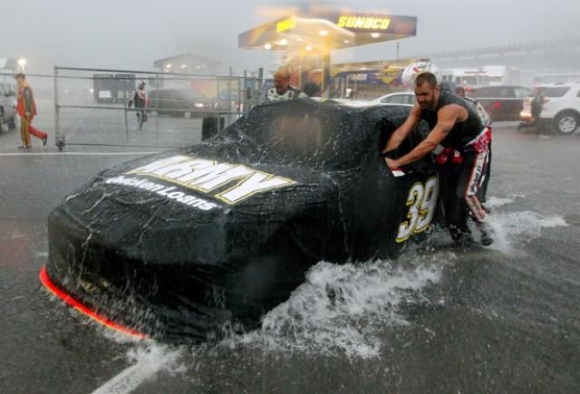 Un om a murit si alti noua au fost raniti de un fulger in cadrul NASCAR Pocono 400
