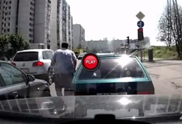 Intre timp in Rusia - Posibil una din cele mai amuzante intamplari din trafic