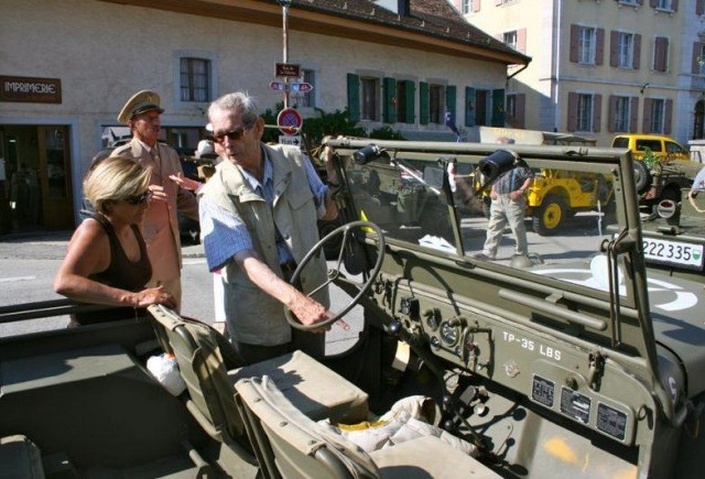 Regele Mihai la intalnirea internationala a colectionarilor de masini de razboi