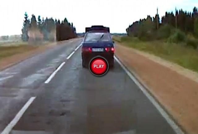Intre timp in Rusia - Lada si capota posedata