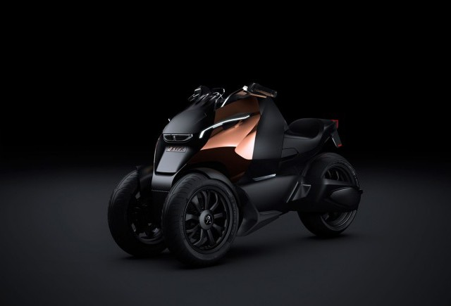 Cei de la Peugeot ne prezinta scuterul Onyx