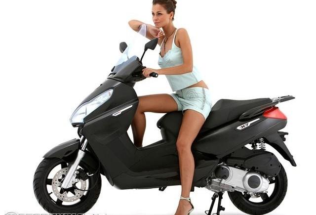 Pe moped, doar cu permis - Informatii noi