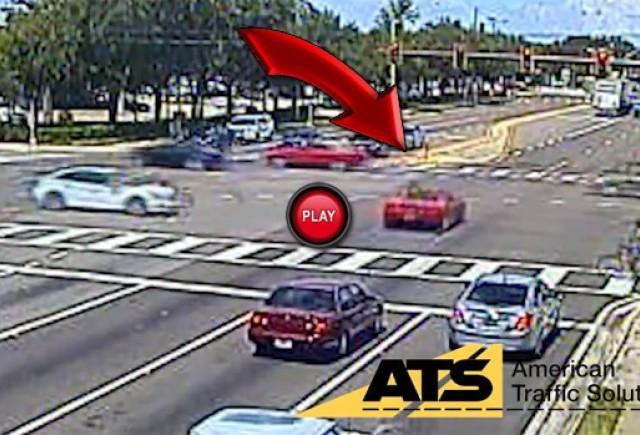 VIDEO: In stil GTA printre masini cu un Ferrari