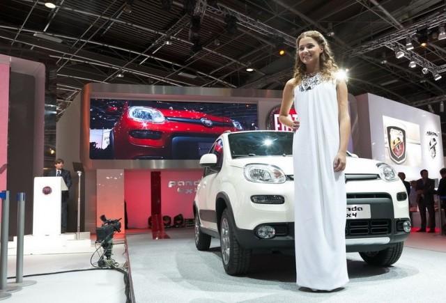 Paris 2012: Noul Fiat Panda 4x4 insotit de Miss Italia