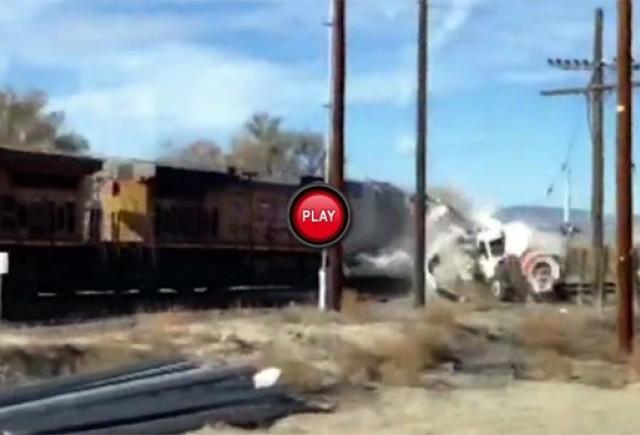 Teferi si nevatamati dupa ce camionul lor a fost lovit de tren