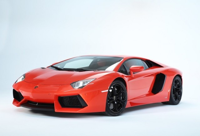 VIDEO: Cum se fabrica Lamborghini Aventador