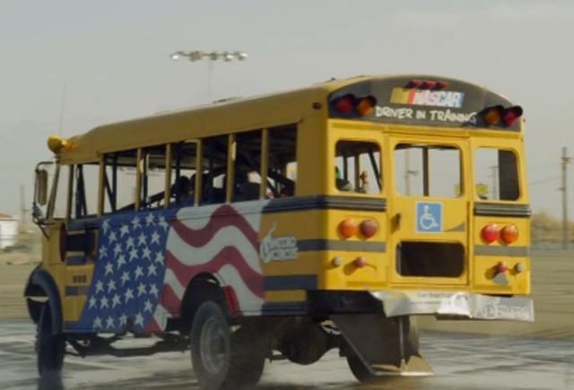 VIDEO: Drifturi cu autobuzul scolar