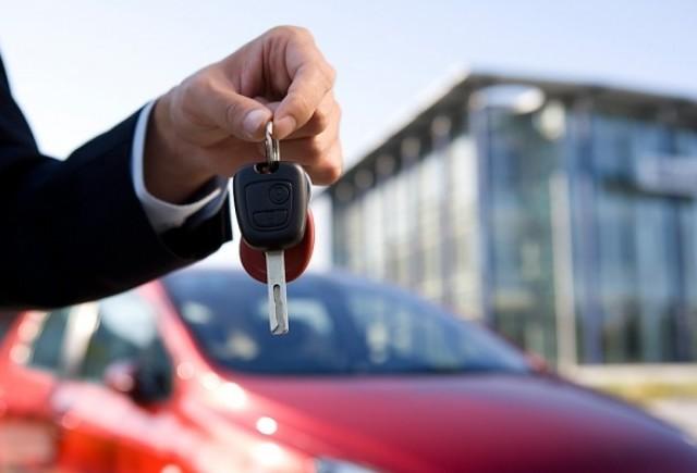 Vanzarile de masini noi vor scadea in 2013