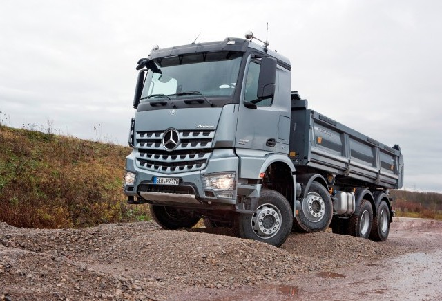 Mercedes isi extinde gama de vehicule cu modelul Arocs