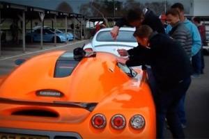 VIDEO: Si un Koenigsegg se deschide cu o simpla sarma