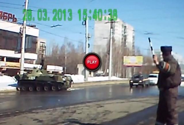 Intre timp in Rusia - Atentie, trece tancul !
