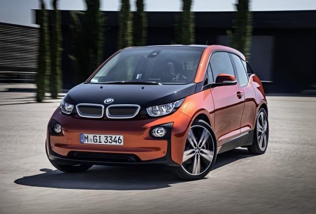 BMW i3 parchează singur
