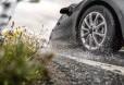 Măsuri de precauție pentru a evita acvaplanarea în timpul ploilor abundente