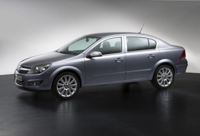 Astra Sedan cu patru usi elegant si spatios pentru pietele in ascensiune