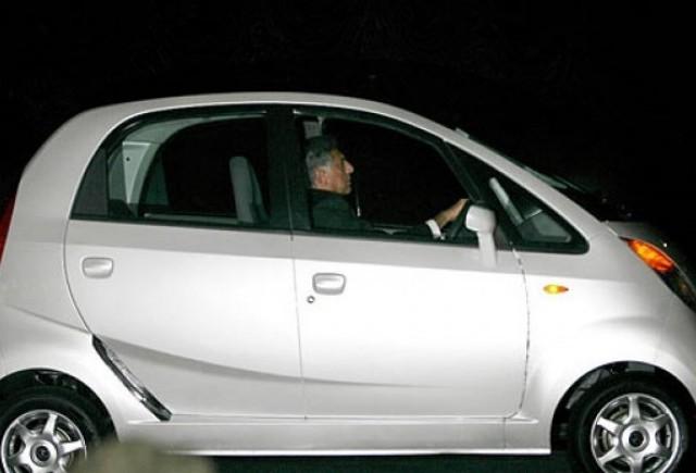 Tata a prezentat modelul Nano, cea mai ieftina masina din lume