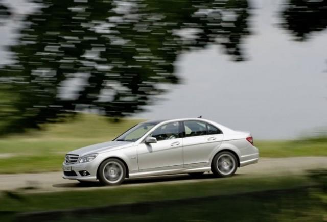Mercedes paseste in tabara verde!