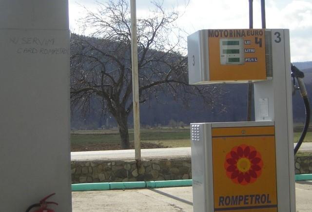 Rompetrol ieftineste marti benzina cu 12 bani pe litru, iar motorina cu 6 bani