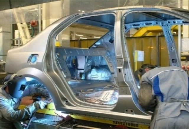 Productia nationala de autovehicule s-a prabusit cu 78,6% in decembrie, a urcat cu 1,5% in 2008