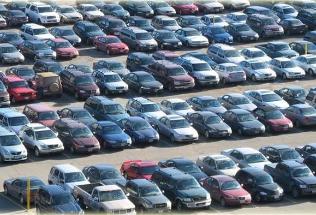 Guvernul amana adoptarea unei decizii in privinta taxei de poluare auto