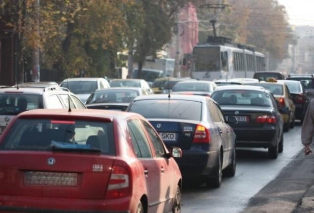 Instanta a respins contestatia privind legalitatea triplarii taxei auto