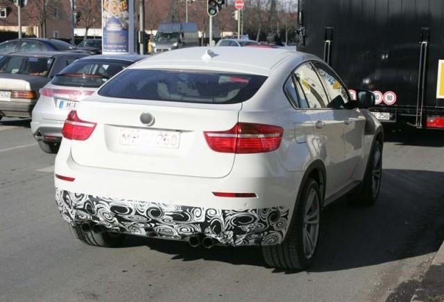 Urat. Mai urat. Un BMW X6 M alb