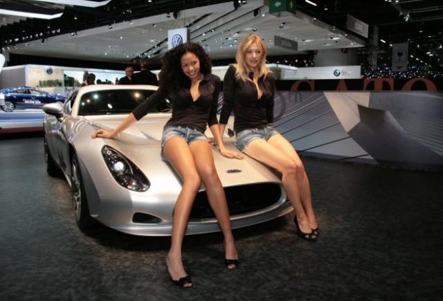 Galerie Foto: Fetele Salonului Auto de la Geneva!