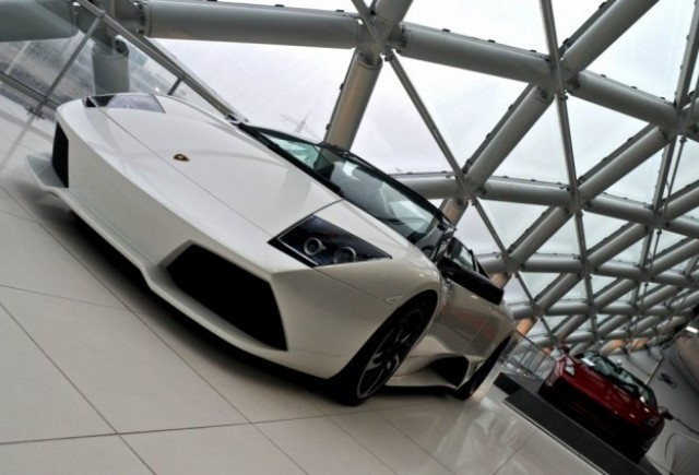 Lamborghini a pierdut 40% dintre clienti