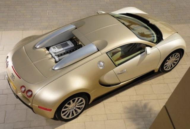 Imagini cu un Bugatti Veyron  auriu