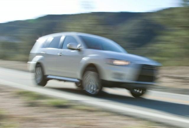 Mitsubishi a lansat o imagine de presa cu prototipul Outlander GT