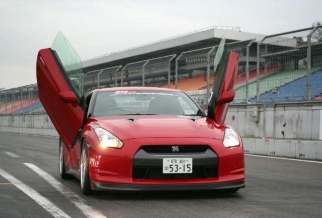Usi in forma de aripi pentru Nissan GT-R realizate de LSD