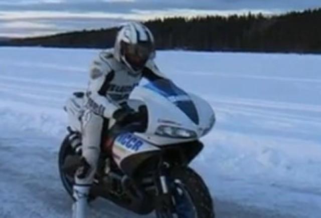 VIDEO: 240 km/h pe gheata cu motocicleta