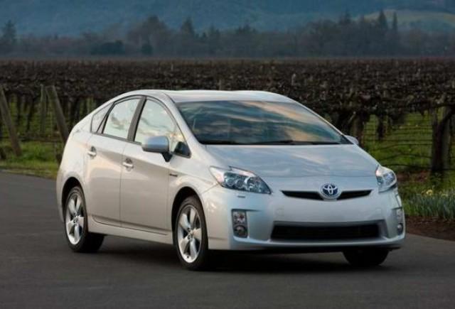 Toyota creste productia lui Prius