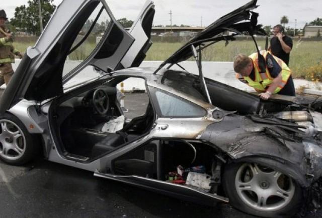 Un McLaren F1 continua seria supercarurilor in flacari