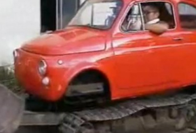 VIDEO: Un Fiat 500 facut buldozer
