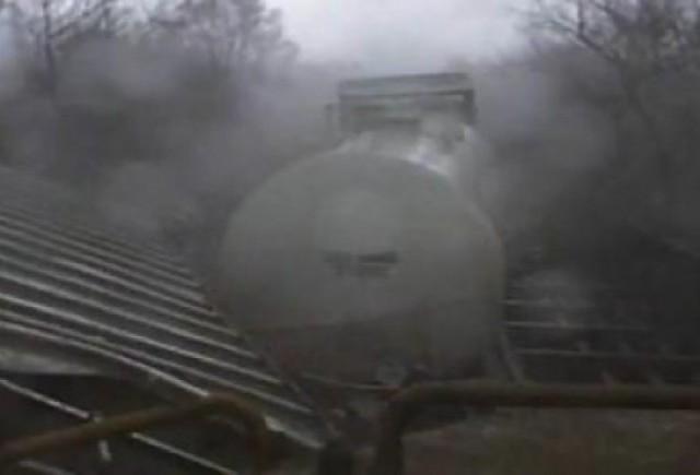 VIDEO: Un tren este aruncat de pe sine de o tornada