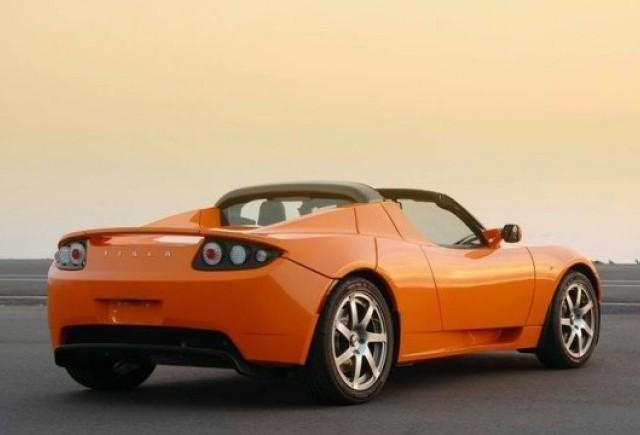 Daimler vinde 4% din actiunile Tesla!