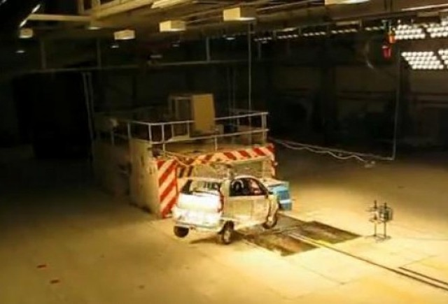 VIDEO: Tata Nano trece primul crash-test